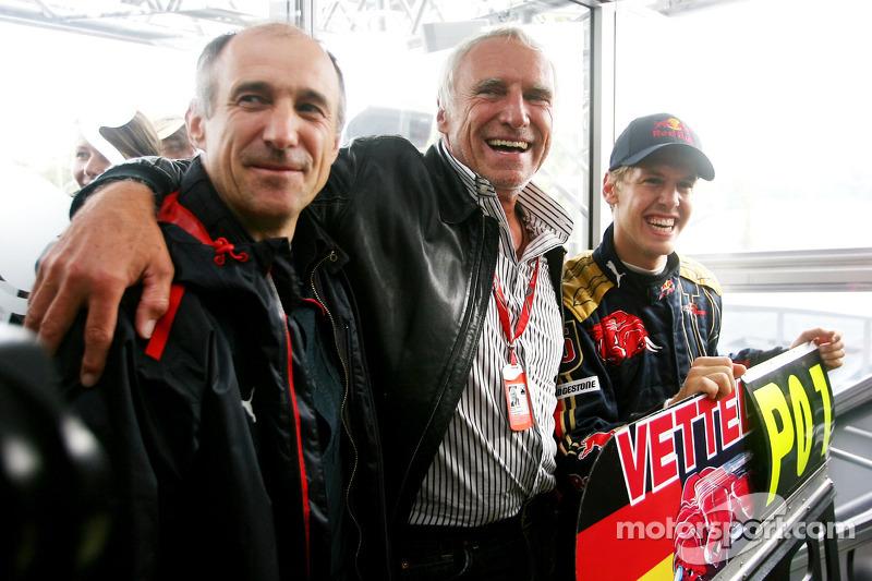 Ganador de la carrera Sebastian Vettel celebra con Franz Tost, director de Scuderia Toro Rosso y Die