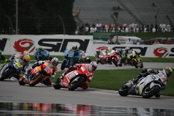 Andrea Dovizioso leads Casey Stoner and Nicky Hayden