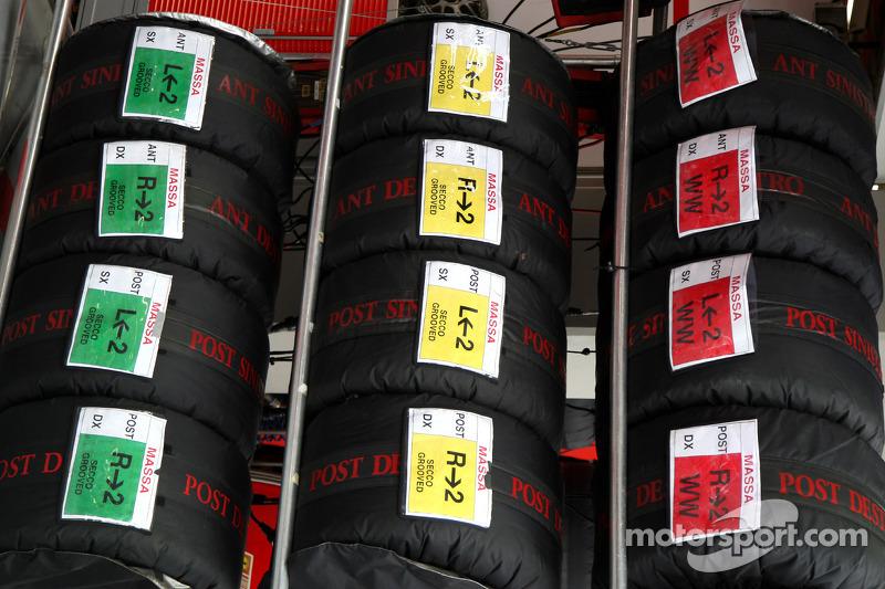 Reifen in Heizdecken: Scuderia Ferrari