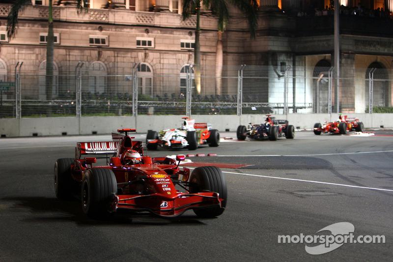 Kimi Räikkönen, Scuderia Ferrari, F2008; Adrian Sutil, Force India F1 Team, VJM-01