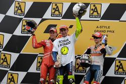 Podium: Sieger und Weltmeister Valentino Rossi, 2. Casey Stoner, 3. Dani Pedrosa