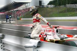Adrian Sutil, Force India F1 Team detuvo su coche después de perder su rueda trasera en la salida de pit lane