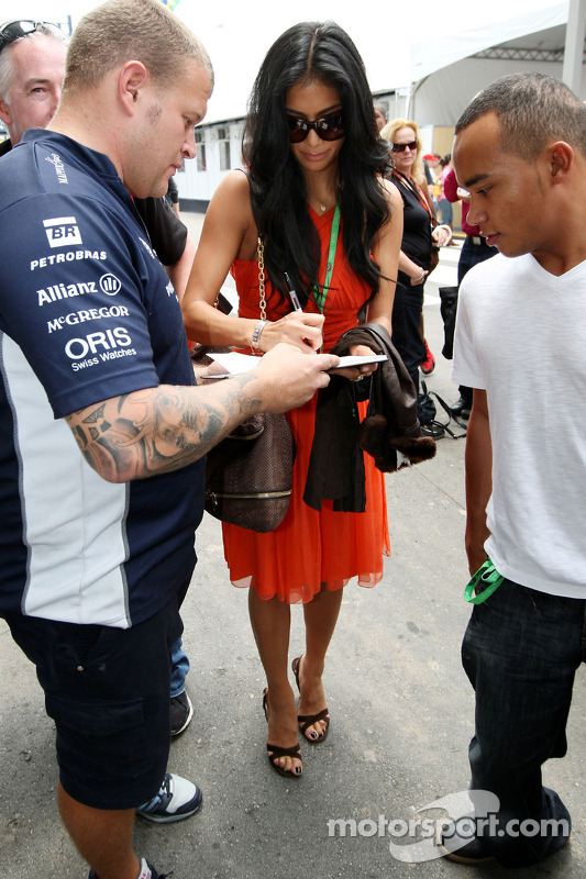 Nicole Scherzinger, cantora do Pussycat Dolls, namorada de Lewis Hamilton, McLaren Mercedes, Nicholas Hamilton, irmão Lewis