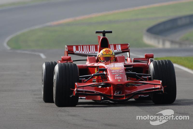 Valentino Rossi teste la Ferrari F2008