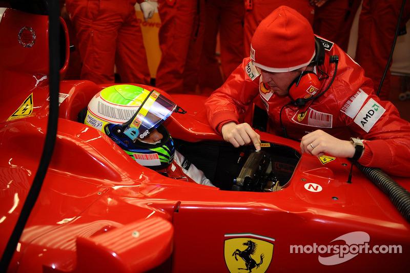 Felipe Massa en pista con el Ingeniero Rob Smedly