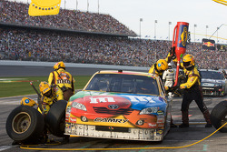 Pit stop for Kyle Busch, Joe Gibbs Racing Toyota