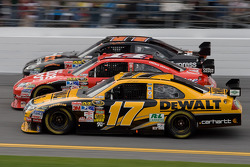 Matt Kenseth, Roush Fenway Racing Ford, Tony Stewart, Stewart-Haas Racing Chevrolet, Denny Hamlin, Joe Gibbs Racing Toyota