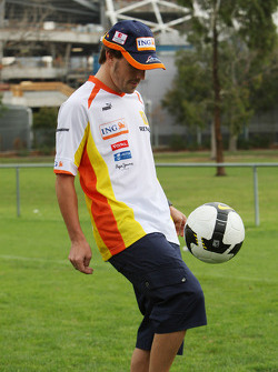 Fernando Alonso, Renault F1 Team playing football
