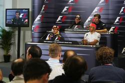 Fernando Alonso, Renault F1 Team, Sebastien Buemi, Scuderia Toro Rosso, Lewis Hamilton, McLaren Merc