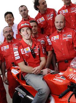 Ducati Marlboro Team photoshoot: Nicky Hayden poses with Ducati Marlboro team members