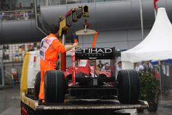 Coche de Felipe Massa, Scuderia Ferrari devolución después de parar en la pista