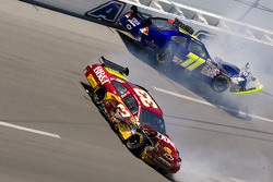 Clint Bowyer, Richard Childress Racing Chevrolet and David Gilliland, TRG Motorsports Chevrolet crash