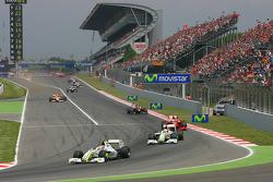 Restart: Rubens Barrichello, Brawn GP leads Jenson Button, Brawn GP