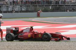 Kimi Raikkonen, Scuderia Ferrari retired from the race