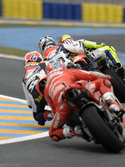 Valentino Rossi, Fiat Yamaha Team leads the field
