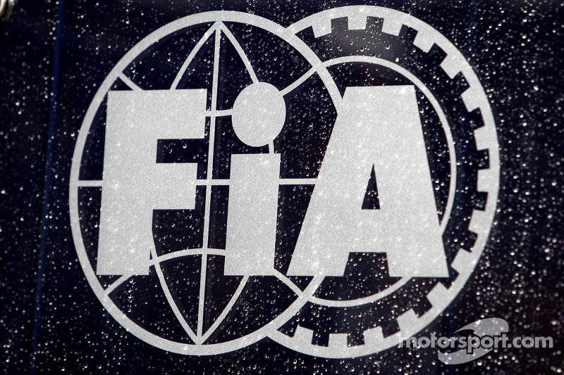 Rain on the FIA logo