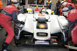 Front bodywork change for the #1 Audi Sport Team Joest Audi R15 TDI: Allan McNish, Rinaldo Capello, Tom Kristensen