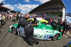 #31 Team Essex Porsche RS Spyder pushed to starting grid