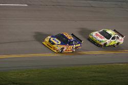 Michael Waltrip, Michael Waltrip Racing Toyota, Greg Biffle, Roush Fenway Racing Ford