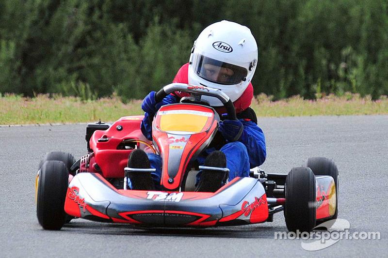 Mika Hakkinen und sein Sohn Hugo beim Kartfahren