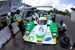 Pit stop for #20 Dyson Racing Team Lola B09 86 Mazda: Butch Leitzinger, Marino Franchitti