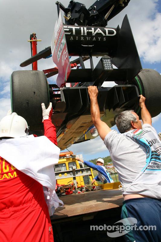 O que sobrou da Ferrari de Felipe Massa após acidente