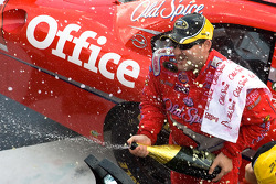 Victory lane: race winner Tony Stewart, Stewart-Haas Racing Chevrolet celebrates with champagne