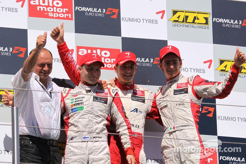 Podio: ganador de la carrera Jules Bianchi, el segundo lugar Valtteri Bottas y el tercer lugar Esteban Gutiérrez
