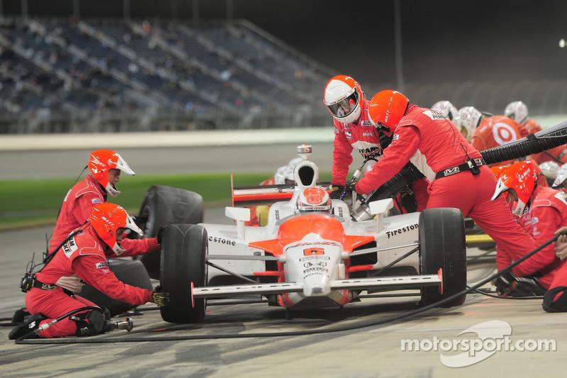 Ryan Briscoe, Team Penske makes a pitstop