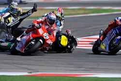 Crash of Colin Edwards, Monster Yamaha Tech 3, Alex De Angelis, San Carlo Honda Gresini, Nicky Hayden, Ducati Marlboro Team