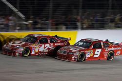 Juan Pablo Montoya, Earnhardt Ganassi Racing Chevrolet and Kasey Kahne, Richard Petty Motorsports Dodge