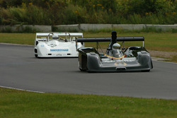 Theo Bean, Lola T286, sets his sights on the Lola 333 of Rick Bell