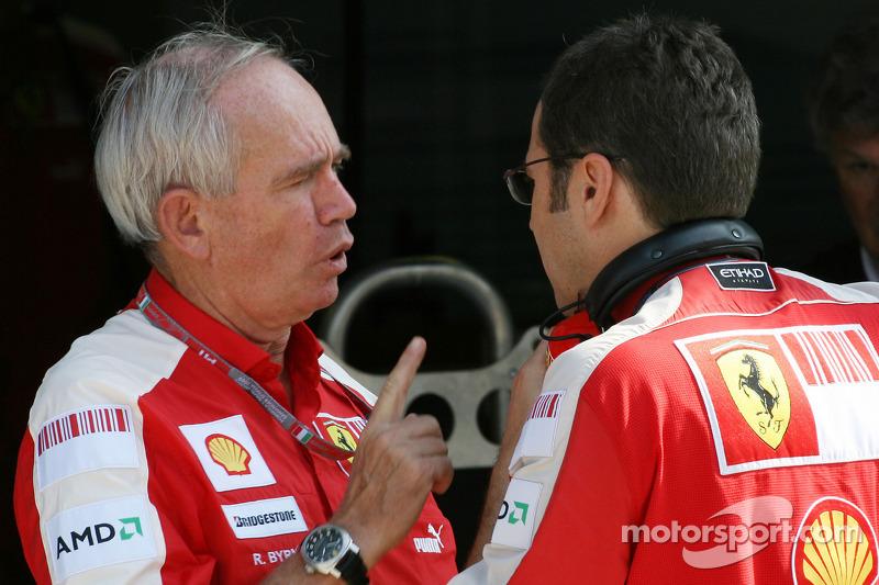 Rory Byrne, Scuderia Ferrari, Design and Development Consultant and Stefano Domenicali, Scuderia Ferrari Sporting Director
