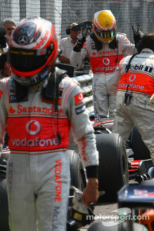 Ganador de la pole Lewis Hamilton, McLaren Mercedes y Heikki Kovalainen, McLaren Mercedes