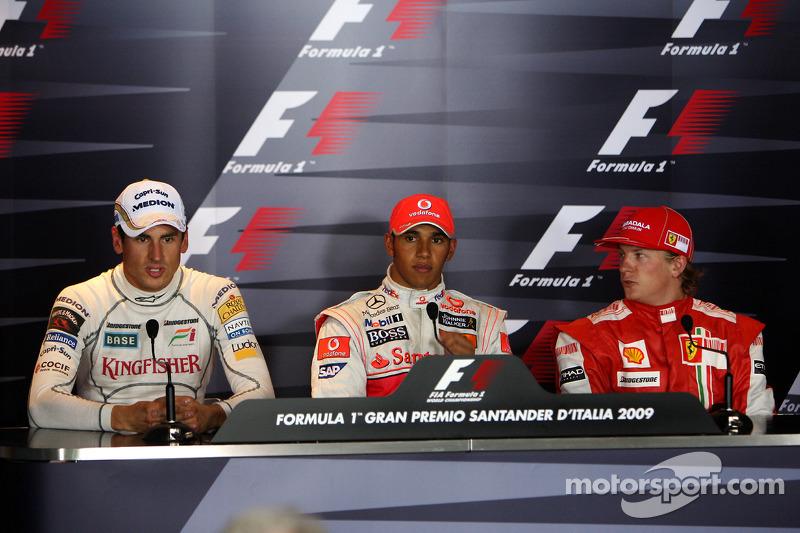 Conferencia de prensa de la FIA: Ganador de la pole Lewis Hamilton, McLaren Mercedes segundo puesto Adrian Sutil, Force India F1 Team y el tercero Kimi Raikkonen, Scuderia Ferrari