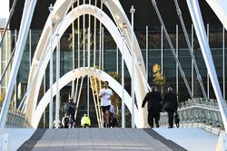 Даниэль Риккардо, Red Bull Racing бежит по мосту ы Мельбурне