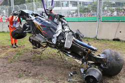 La McLaren MP4-31 di Fernando Alonso, McLaren dopo l'incidente