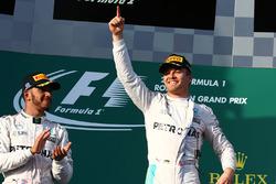 Podio: ganador Nico Rosberg, Mercedes AMG F1 Team, segundo lugar Lewis Hamilton, Mercedes AMG F1 Team