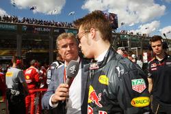 Дэвид Култард, советник команд Red Bull Racing и Scuderia Toro Advisor и комментатор Channel 4 F1 и Даниил Квят, Red Bull Racing on the grid