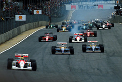 Start: Ayrton Senna, McLaren, führt