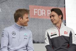 Nico Rosberg, Mercedes AMG F1 Team en Esteban Gutierrez, Haas F1 Team