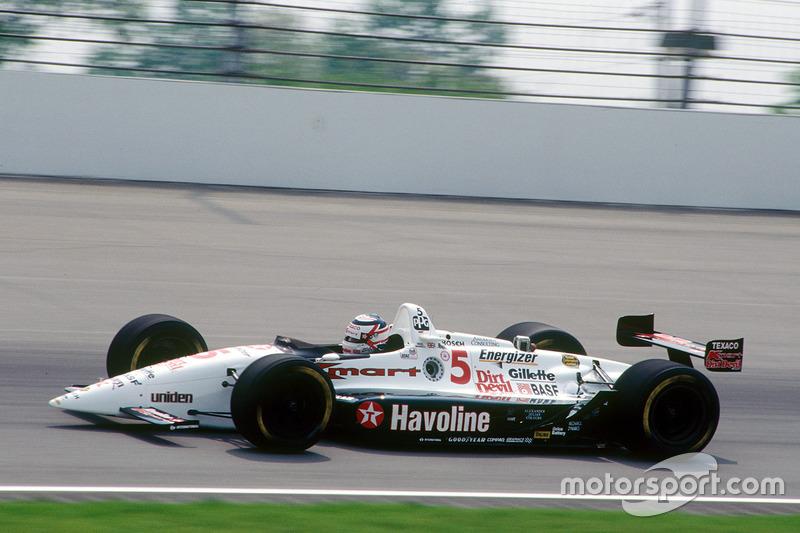Contudo, Mansell foi um dos poucos pilotos da história a não defender seu título. Em 93, perdeu espaço com a chegada de Prost, o que o fez ir à Indy - e também levantar o caneco por lá.