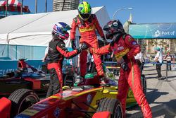Il vincitore della gara, Lucas di Grassi, ABT Schaeffler Audi Sport con il compagni di squadra, giunto terzo, Daniel Abt, ABT Schaeffler Audi Sport