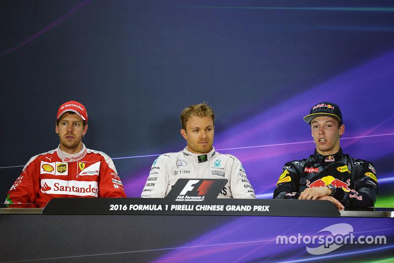 Conferencia de prensa: Nico Rosberg, Mercedes AMG F1 Team, ganador, el segundo lugar de Sebastian Vettel, Ferrari, tercero Daniil Kvyat, Red Bull Racing