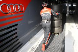 Meccanico del Belgian Audi Club Team WRT