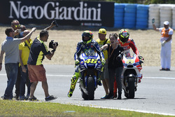 Winner Valentino Rossi, Yamaha Factory Racing with the fans