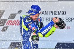 Podium: Sieger Valentino Rossi, Yamaha Factory Racing, feiert
