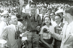 Ganador de la carrera  Bill Vukovich