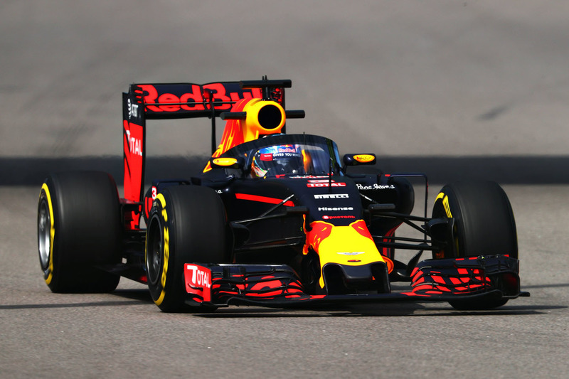 9. Daniel Ricciardo, Red Bull Racing RB12 con el aeroscreen