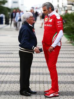 Bernie Ecclestone und Ferrari-Teamchef Maurizio Arrivabene
